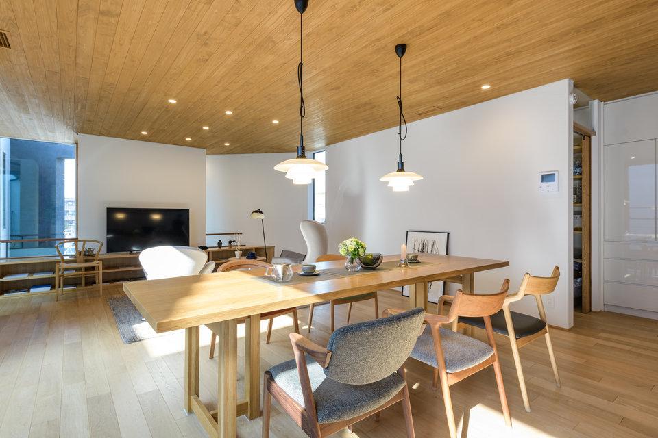 木工職人集団による高品質な椅子、宮崎椅子製作所